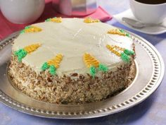 Receta de Pastel de Zanahoria con Betún de Queso Crema Cookie Desserts, Just Desserts, Empanadas, Baking Recipes, Cake Recipes, Brownie Cake, Fun Cupcakes, Love Cake, Carrot Cake