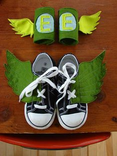 super hero shoes - well, that's just genius.too bad we didn't see this before Halloween! Diy For Kids, Cool Kids, Crafts For Kids, Clever Kids, Super Hero Shoes, Fashion Kids, Fashion Shoes, Diy Pour Enfants, Superhero Party