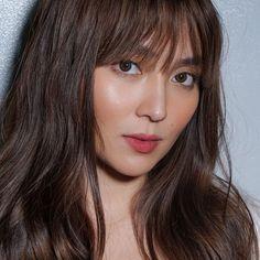 Filipina Beauty, Filipina Actress, Kathryn Bernardo Hairstyle, Love Her Madly, Daniel Padilla, Model Poses Photography, Asian Beauty, Hair Cuts, Stylists