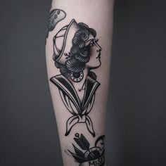 Clean And Classic Traditional Tattoos By Tony Nilsson Sailor Girl Tattoo von Tony Nilsson SailorGirl traditionelle Tätowierungen TonyNilsson Marine Tattoos, Navy Tattoos, Trendy Tattoos, Black And Grey Tattoos, Retro Tattoos, Traditional Tattoo Woman, Traditional Sleeve, Traditional Styles, American Traditional