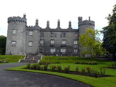 In honor of St Patricks Day and my family heritage. Kilkenny Castle, Ireland. So jealous that my dad spent his summers in this castle #loveforthebutlername