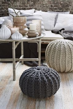 Knit Pouf For Your Living Room Ideas: Beautiful Living Room Furniture With Sofa And Knit Pouf Pouf En Crochet, Knitted Pouffe, Crochet Home, Knitted Cushions, Home And Living, Living Room, Interior Decorating, Interior Design, Decorating Ideas