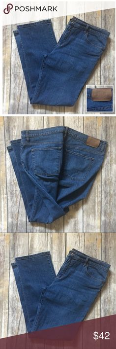🦋Ralph Lauren Classic  Jeans Lauren jeans co premium jeans. Medium blue in color. In excellent used condition. Size 16 measure 40 inches. Inseam 31 inches. Top also sold in separate listing Lauren Ralph Lauren Jeans
