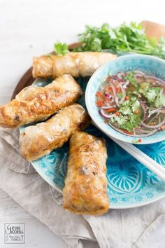 Appetizers Recipes Vietnamese spring rolls, Nem Sèi Gòn, help me in the wild. Fish Recipes, Asian Recipes, Chicken Recipes, Ethnic Recipes, Healthy Appetizers, Appetizer Recipes, Mozzarella, Healthy Spring Recipes, Vietnamese Spring Rolls