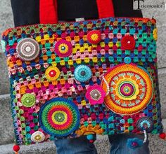 So lovely a bag Sac Granny Square, Granny Square Crochet Pattern, Crochet Patterns, Crochet Handbags, Crochet Purses, Crochet Bags, Handmade Handbags, Handmade Bags, Freeform Crochet
