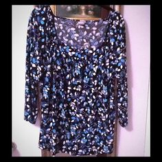 Blue & black print 1/4 sleeve stretch top blouse Blue & black print 1/4 sleeve stretch top blouse. Fresh stretchy poly spandex blend. In great condition, thanks♥️ Tops Blouses