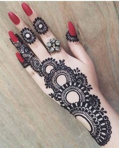 50 Simple Arabic Mehndi Designs For Left Hand - Buzz Hippy Henna Hand Designs, Eid Mehndi Designs, Mehndi Designs Finger, Latest Arabic Mehndi Designs, Mehndi Designs For Girls, Mehndi Designs For Beginners, Modern Mehndi Designs, Mehndi Design Photos, Wedding Mehndi Designs