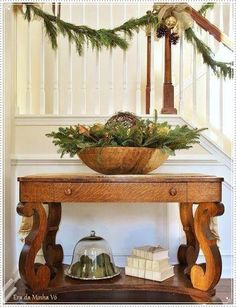 The entry table is very important for the look of the house for Entrance ideas, Entry tables and Entryway decor. Entrance table, Hall table decor and Foyer table decor. Christmas Stairs, Christmas Entryway, Christmas Porch, Primitive Christmas, Country Christmas, Christmas Decorations, Table Decorations, Christmas Ideas, Christmas 2015