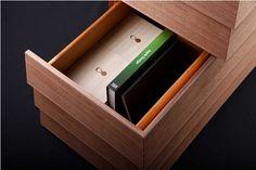 Cartesia Desk - Блестящий Стол с Разнонаправленными Ящиками http://ru.melodyhome.com/article/Ofisnyye-mebeli/article-8161/