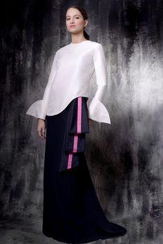 Love, Love, LOVE this dress!!!  Reinaldo Alvarez Spring 2016 Collection