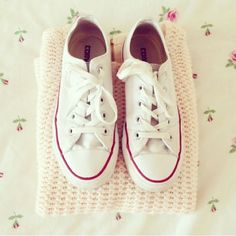 ♥♥♥ I really want a pair of white converse...