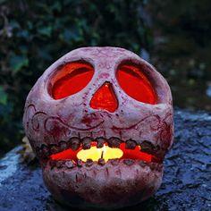 sara nylund - Google+ Glowing skull - Halloween pottery Halloween Skull, Handmade Pottery, Pumpkin Carving, Glow, Google, Illustration, How To Make, Crafts, Art
