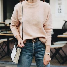 Awesome 38 Gorgeous High Waist Denim with Belt and Knit Sweater Outfit Ideas http://outfitmad.com/2018/01/20/38-gorgeous-high-waist-denim-with-belt-and-knit-sweater-outfit-ideas/