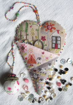 how to do crazy patchwork Crazy Quilting, Crazy Patchwork, Patchwork Heart, Sewing Box, Sewing Notions, Sewing Kits, Ribbon Embroidery, Cross Stitch Embroidery, Embroidery Designs