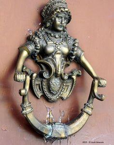 Maiden Door knocker. BOLONYA - ITÀLIA