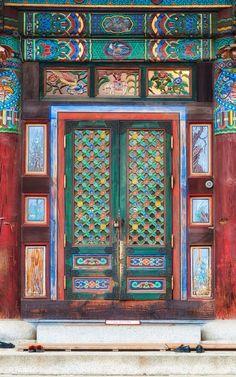 Bongeunsa Temple, Seoul, South Korea - Lots of colors Portal, Old Doors, Windows And Doors, Temples, When One Door Closes, Unique Doors, Korean Art, Korean Traditional, Doorway