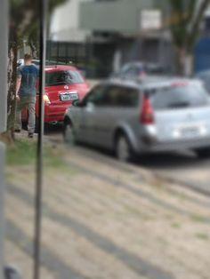 http://heroina-alexandrelinhares.blogspot.com.br/2013/11/em-algum-numero-da-prudente-de-moraes.html  Em algum número da Prudente de Moraes, avistado usando heroína