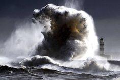 Um novo recorde foibatido nos mares: o da altura de uma onda. Segundo a Organização Meteorológica Mundial (OMM), uma onda identificada com 19 metros ocorreu no dia 4 de fevereiro de 2013, no Oceano Atlântico Norte, entre a Islândia e o Reino Unido.