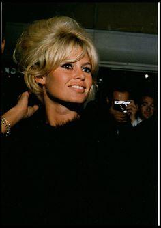 19 Ideas Hairstyles Vintage Updo Brigitte Bardot For 2019 Bridgitte Bardot, Vintage Updo, Vintage Hairstyles, Trendy Hairstyles, Isabelle Huppert, Sophia Loren, The Most Beautiful Girl, Beautiful Women, Emmanuelle Béart