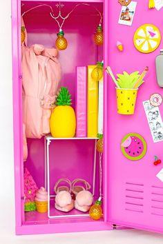 12 DIY Back-to-School Locker Decorating Ideas – Locker Decorations Middle School Lockers, Middle School Supplies, Middle School Hacks, Diy School Supplies, Decorated School Lockers, Diys For School, School Ideas, Girls Locker Ideas, Cute Locker Ideas
