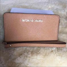 Brand new Michael kors It does fits my iPhone 6  And a few credit cards plus coin deposit and cash   ❌Sold out in this color at Nordstrom and Macy's❌  Used one time only not my style...  Retail price $98 plus tax paid about $107.80 for it selling it for $85  I can post pictures of the real one when I get home Michael Kors Bags Clutches & Wristlets