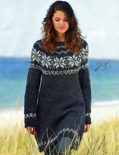 Klik på billedet, for at lukke vinduet Hand Knitted Sweaters, Sweater Knitting Patterns, Knitting Designs, Knitted Shawls, Icelandic Sweaters, Very Beautiful Woman, Big Knits, Casual Street Style, Knit Or Crochet