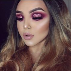 40 Romantic Valentine's Day Makeup Looks Worth Trying Immediately Valentine's Day Makeup, Valentine's Day Makeup Looks, Valentine's Day eye makeup ideas Day Makeup Looks, Creative Makeup Looks, Lila Make-up, Jolie Nail Art, Graphic Makeup, Glitter Make Up, Body Glitter, Make Up Inspiration, Beauty Make-up