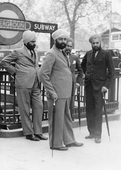 A group of Sikh men outside the entrance to Hyde Park Corner, circa 1935.