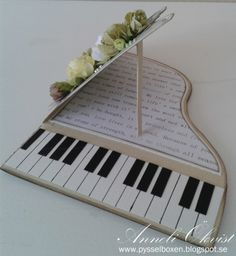 Anneli Pysselbox: Piano Short in Green! Pop Up Cards, Cool Cards, Diy Cards, Musical Cards, Musical Birthday Cards, Cadeau Couple, Birthday Gifts For Best Friend, Paper Crafts Origami, Shaped Cards