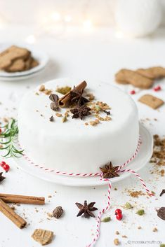 speculoos cake with cherry punch jam, mascarpone frosting, white fondant & gingerbread biscuits