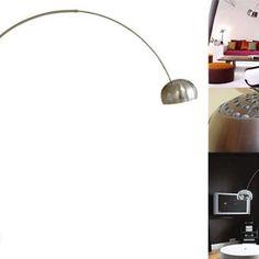 Lámpara de Arco: Esta hermosa pieza fue diseñada por Achille y Pier Giacomo Castiglioni en 1962 y sigue siendo una de las más deseadas. La tenemos exhibida y disponible en nuestra tienda Romanza del Tesoro.