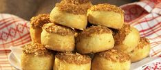 Pogácsa is a popular Hungarian snack consisting of a small, bite-sized pastry that can be either sweet or savory. Savory Scones, Savory Pastry, Salty Foods, Hungarian Recipes, Hungarian Food, Cakes And More, Pretzel Bites, Sandwiches, Muffin