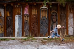 LifeFlicksPhotography. Love the wood carvings!