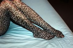 Bought this in February 2016 - leopard prinr tights ! Leopard Fashion, Animal Print Fashion, Animal Prints, Fashion Tights, Fashion Mode, Cute Fashion, Wild Fashion, Funky Fashion, Quoi Porter