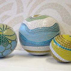i wonder what she uses as a base for these spheres.they can't be all bowling balls.does she make concrete spheres then mosaic them? Mosaic Garden Art, Mosaic Art, Mosaic Glass, Mosaic Tiles, Glass Art, Stained Glass, Pebble Mosaic, Mosaic Bowling Ball, Bowling Ball Art