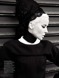 Daphne Guinness Heiress, Muse, designer, collector of haute couture and the mother of three children. Daphne Guinness (her full name - Daphne Suzanne Diana Joan Guinness) was born in 1967 in the family brewery heir Jonat Daphne Guinness, Interview, We Will Rock You, Vogue, Punk, Christy Turlington, Female Photographers, Harpers Bazaar, Three Kids