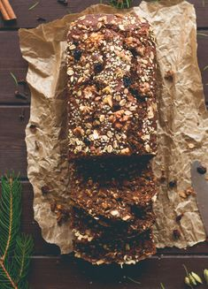 Gingerbread Banana Bread - the perfect breakfast for a crisp winter morning! Gluten-free, vegan, and absolutely delicious! Gingerbread Banana Bread, Gingerbread Recipes, Gluten Free Recipes, Vegan Recipes, Vegan Foods, Christmas Brunch, Christmas Recipes, Vegan Bread, Recipes