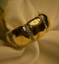 #Damenring +++++++++ Must-have +++++++++ - Damenring aus 750 Gold - Brillanten zusammen 0.56ct Qualität W-VSI - Ringweite 54 - Gewicht 17,29 Gramm - Höhe ca. 9,36 mm - Stärke ca. 3,37 mm
