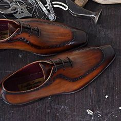 Model BAREM Does this amazing handmade oxford shoe made from a single piece of full-grain Italian leather! Welcome to visit our website.  www.emillosanto.com websale@emillosanto.com FREE WORLDWIDE SHIPPING #handmadeshoes   #amazingshoes #stylishshoes