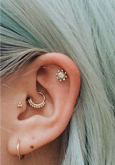 Check out our wide selection of ear piercing jewelry ideas for Tragus Piercing, Cartilage Earring, Forward Helix Jewelry, Rook Hoops, Daith Rings and much more ! Piercing No Lóbulo, Piercing Implant, Piercing Tattoo, Outer Conch Piercing, Daith Piercing Jewelry, Ear Peircings, Cute Ear Piercings, Body Piercings, Tongue Piercings