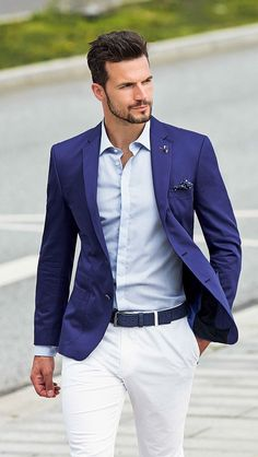 Blazer azul masculino com um visual mais clean para o dia a dia.