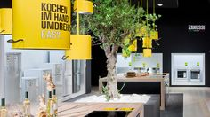 The Electrolux brand space at the IFA 2012 designed by D'art dedicates an interactive exhibition to the premium brand AEG. The brand celebrates its 125th anniversary in 2012. This is why the AEG brand space at the IFA combines brand arrangement with a ret…