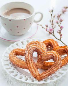 Szív alakú churros Valentin napra | nemcsakBulvár Coffee Love, Coffee Break, Onion Rings, Churros, High Tea, Tea Cups, Breakfast, Ethnic Recipes, Food