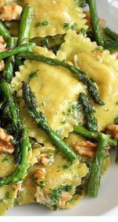Ravioli with sauteed asparagus and walnuts.You can use whatever fresh ravioli you like for this dish – cheese, mushroom, spinach would all be good choices. I used a fresh goat cheese and sun dried tomato ravioli from Trader Joes Saute Asparagus, Pasta With Asparagus, Asparagus Meals, Recipes With Asparagus, Spinach Artichoke Pasta, Spinach Lasagna Rolls, Lemon Asparagus, Baked Asparagus, Vegetarian Recipes
