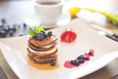 A delicious and healthy desserts makes an even more delicious breakfast! Moist and tasty carrot cake pancakes topped with yogurt and fresh…