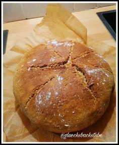 Buttermilch-Dinkelbrot | Glücksbackstube Butter, Bread, Food, Milk, Food Food, Recipies, Brot, Essen, Baking