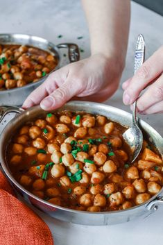 Simple and easy vegan Turkish Chickpea Stew with Dried Apricots recipe that is healthy, hearty, and only takes 30 minutes to make! Vegan Stew, Vegetarian Soup, Vegan Soups, Vegetarian Recipes, Casserole Dishes, Casserole Recipes, Turkish Spices, Turkish Recipes, Romanian Recipes