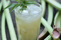 Kouzelná limonáda z rebarbory u www.HonzovyRecepty.cz   Budeme potřebovat: 1 porce 1 stonek rebarbory 2 lžíce cukru 2dcl vody Krok za krokem Doba přípravy:…