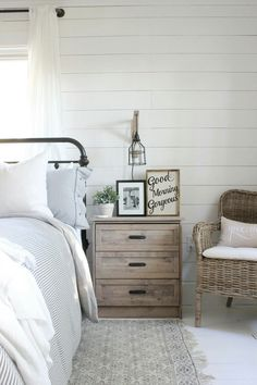 Miss DIY - white and wood bedrooom, farmhouse style bedroom, bedroom decor