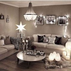 Cozy small living room decor ideas for your apartment 08 Black And Silver Living Room, Taupe Living Room, New Living Room, Small Living Rooms, Living Room Interior, Living Room Designs, Living Room Decor, Taupe Rooms, Taupe Walls